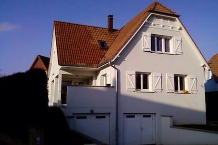 Belle chambre indépendante - Lampertheim - Σπίτι