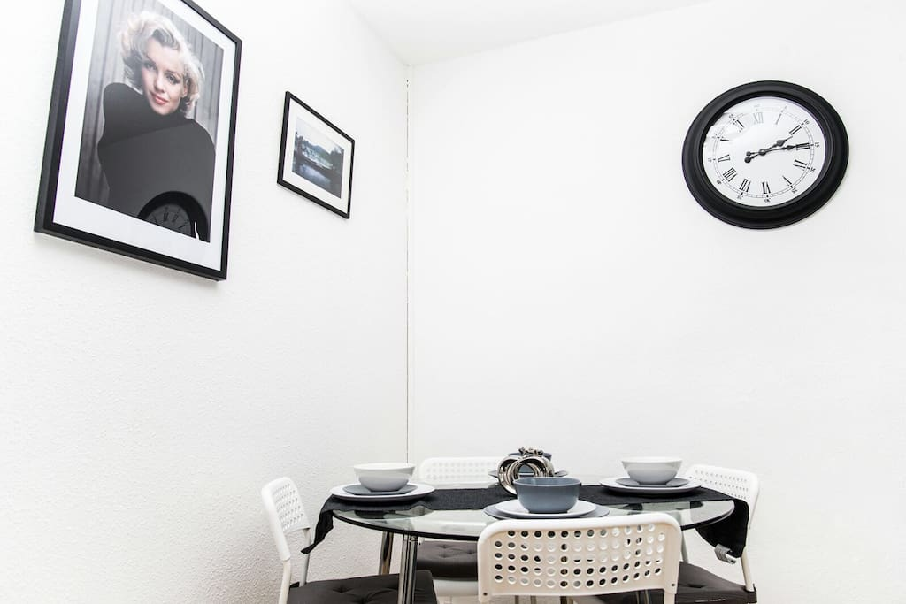 Dine with friends and family under the watchful gaze of Marilyn!