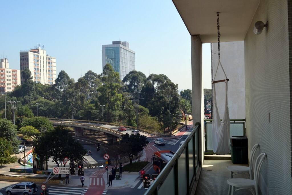 8-meter long (26 feet) balcony/varanda at the corner of Av. Paulista and Rua Consolação, facing a lovely small park.