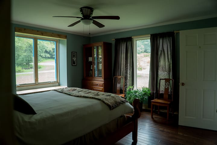 Quiet, Cozy, Stream, King-Size Bed - Boone