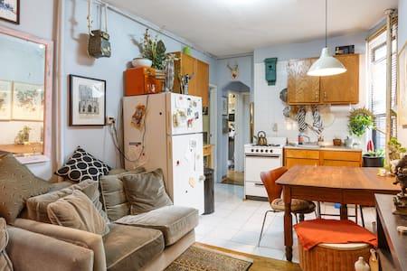 Room one of 3 in Three Bedroom Apt. - New York