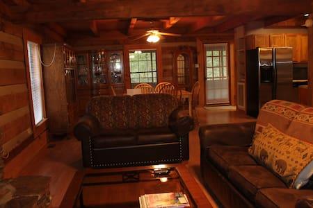 Pioneer Cabin at Campground - Crossville - Blockhütte