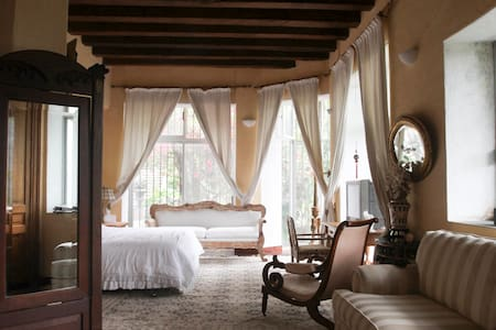 Master Suite @ Downtown Hacienda