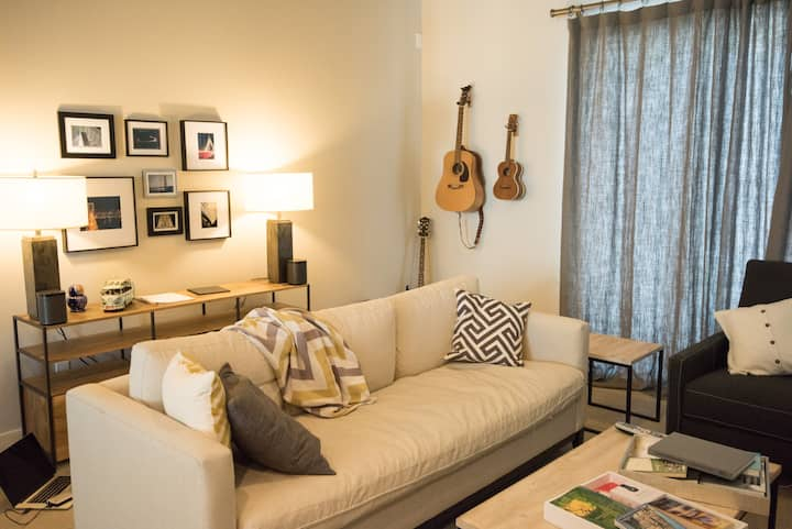 Cozy Townhome All Yours - Great WiFi - 2BR 2.5Bth