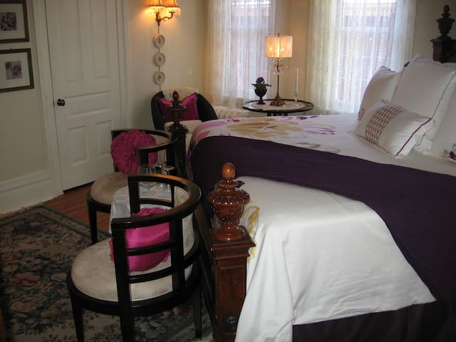 Lily Luxury Honeymoon suite