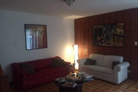 Habitación en casa condominio - Moravia - House