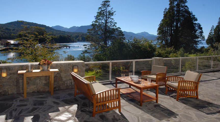 Lakeside Villa (Llao Llao) - 6 bedroom (5 ensuite)