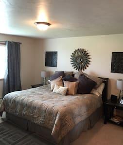 Luxury Apt Sleeps 7, 2 Bdrm 2 Bth - De Pere - Apartamento