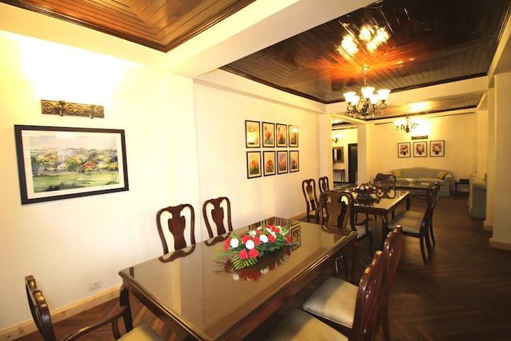Luxurious Oaktree House   Private Rooms