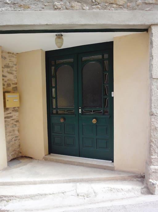 Entrance door 3, Rue des Tonneliers