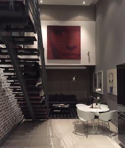 Retro Loft Apartment Melrose Arch - Johannesburgo