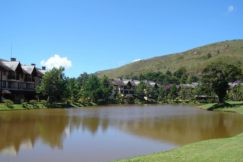 Vista do Lago para os Apartamentos