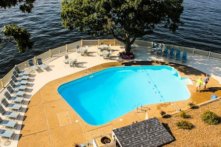 Beautiful Top-Floor 3BR 2BR Condo - Lake Ozark