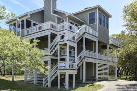 A Dream Come True -- 4 BR Home in Port Trinitie with Hot Tub