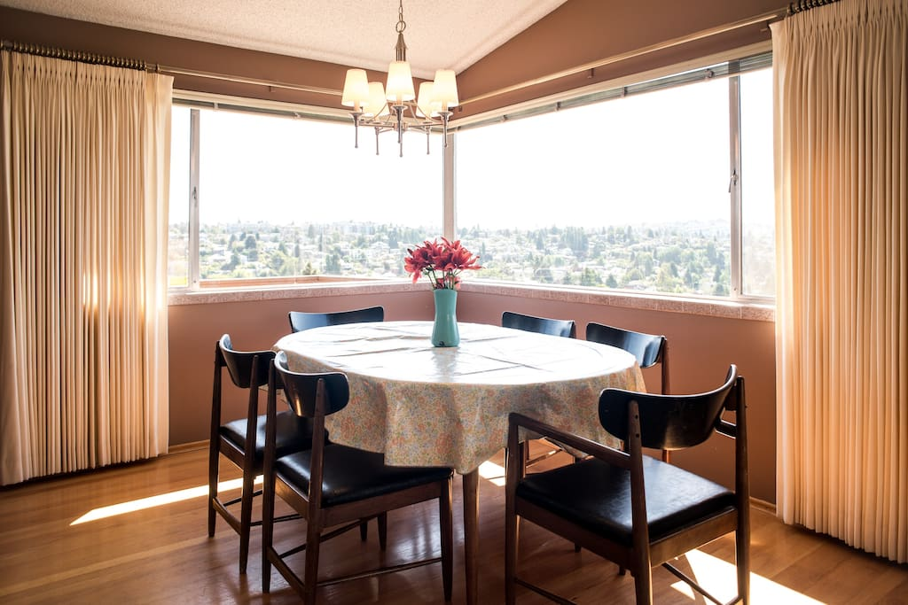 Elevate your family meals surrounded by a sparkling 180 degree territorial view of the West Seattle Hills and Elliot Bay. High chair and booster seat available upon request.