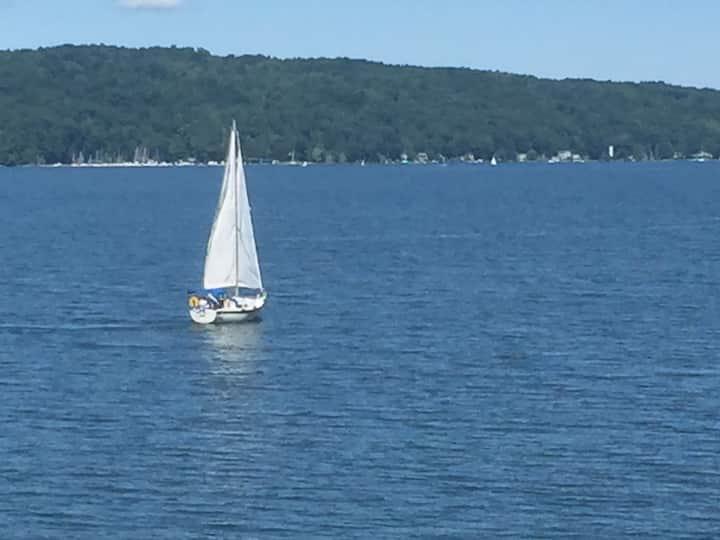 Lakefront Couple's Retreat