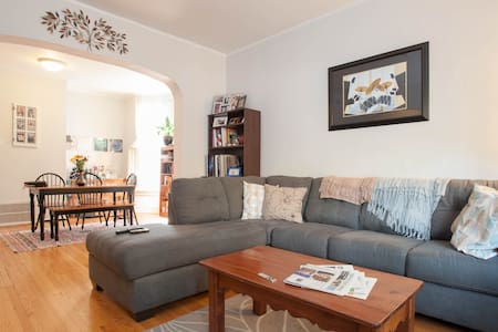 Sunny 2-bed Apt In Gorgeous Hood