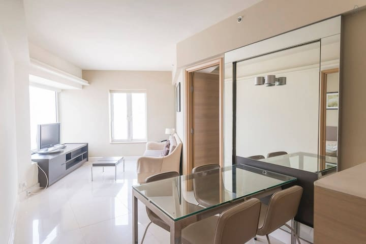 Spare Bedroom Apartment in Kowloon