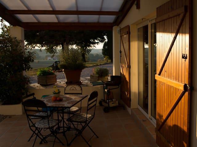 Location d'hiver d'un gîte rural et paisible - Cuq-Toulza - Apartamento