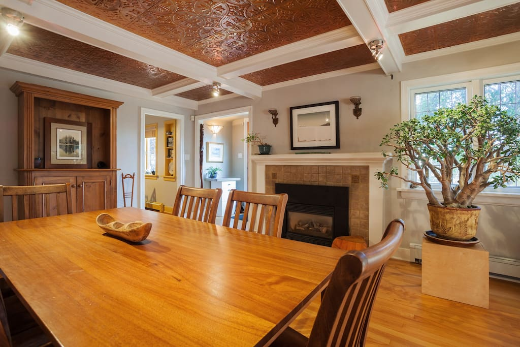 Great dining room space seats 8. An amazing place for a dinner party!