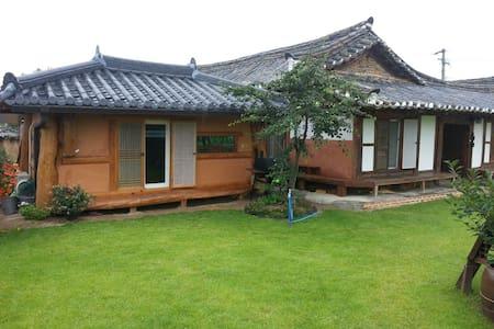 2.은혜당 황토방갈로 (4인실별채) 사진을 왼쪽 밀어보세요 -  Yeongdeog - Cabane