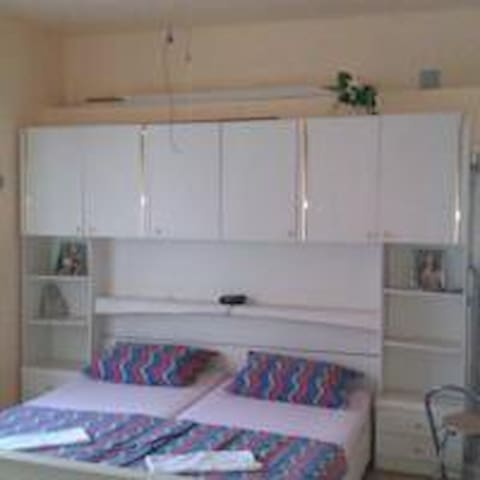 WHITE - studio apartment - sea wiew - Karlobag - House