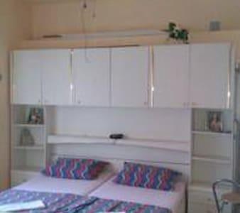 WHITE - studio apartment - sea wiew - Karlobag - Rumah