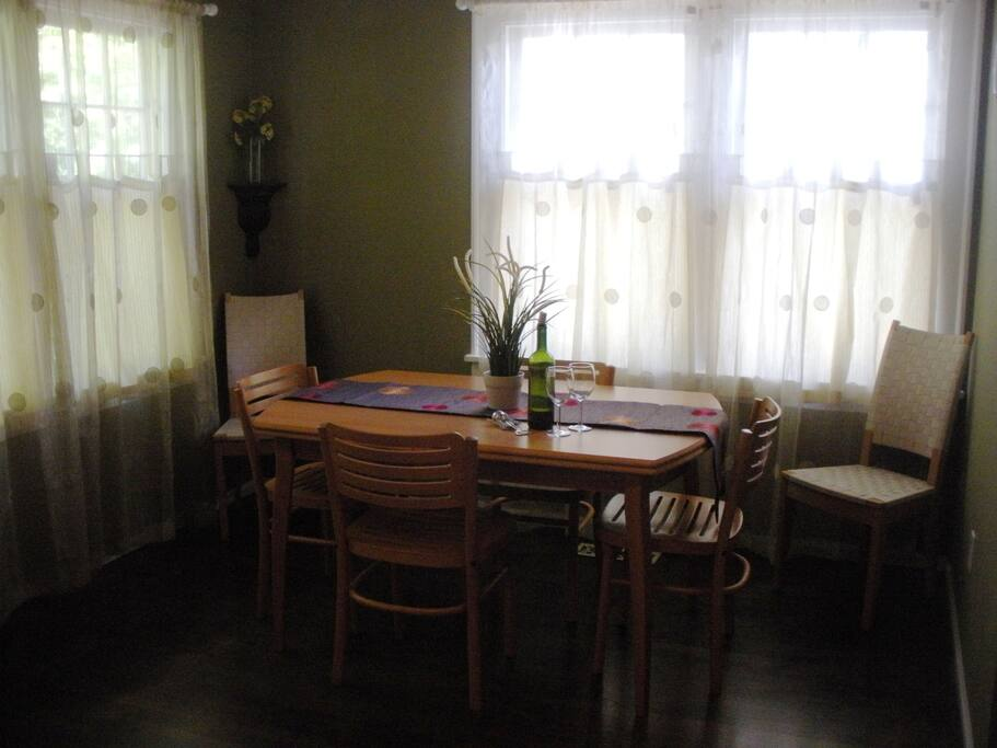 dining space in the cottage's front room