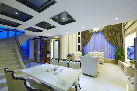广州阳光国际公寓豪华复式三卧套房