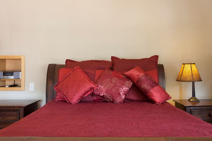 Fine Linens and Bedding in every room