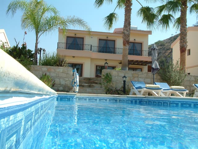 Prestige Private Villa by the Beach - Pissouri - Villa
