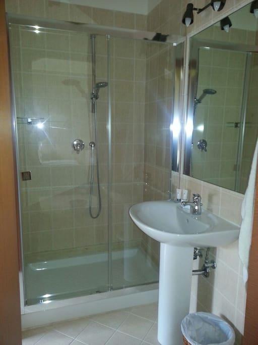 bagno camera gialla