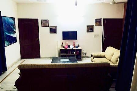 Homely stay in south delhi - Delhi