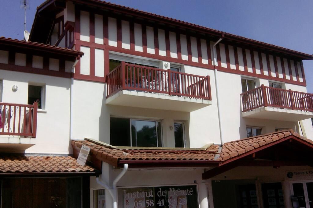Vue de la résidence Appartement au 1er étage avec 2 terrasses hollandaises