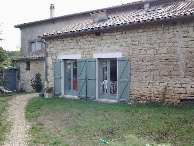 Petite maison champêtre - Pommiers - House