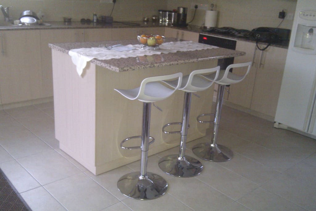 Large kitchen (shared with owner) ice machine, cold water, air con.