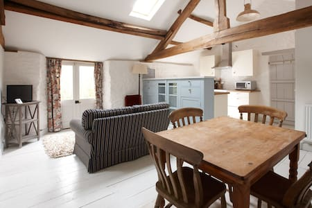Beautiful Listed Hayloft Conversion - Hook Norton