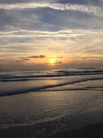 BEAUTIFUL BEACH GETAWAY!!