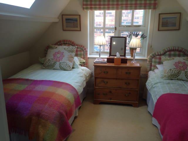 Delightful room Avebury/Stonehenge - Devizes  - House
