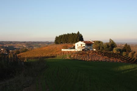 Large hilltop home w views, pool - San Damiano d Asti