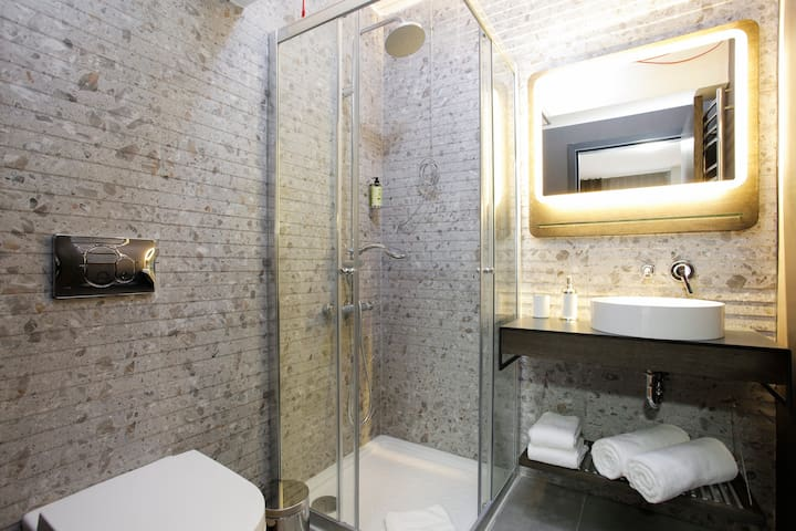 Newly Renovated Two Bedroom - Istanbul - Lejlighed