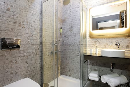 Newly Renovated Two Bedroom - Istanbul