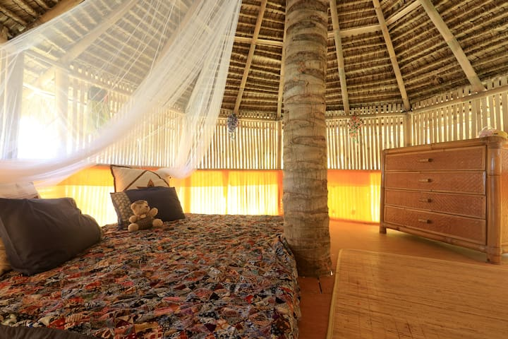 Bamboo Tree Hut +1 room for 4 people + ocean view