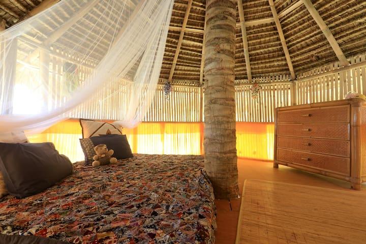 4 persons, 1 room +1 tree-hut !! - Kecamatan Karangasem - Casa na árvore