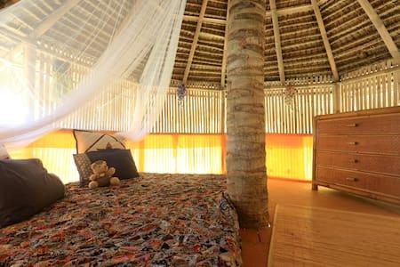 4 persons, 1 room +1 tree-hut !! - Kecamatan Karangasem