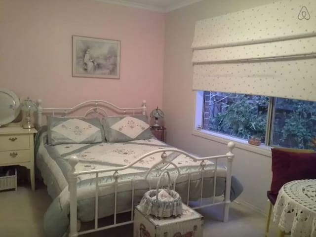Queen  Bed.plus 2 more rooms Q beds - Yarra Glen - House