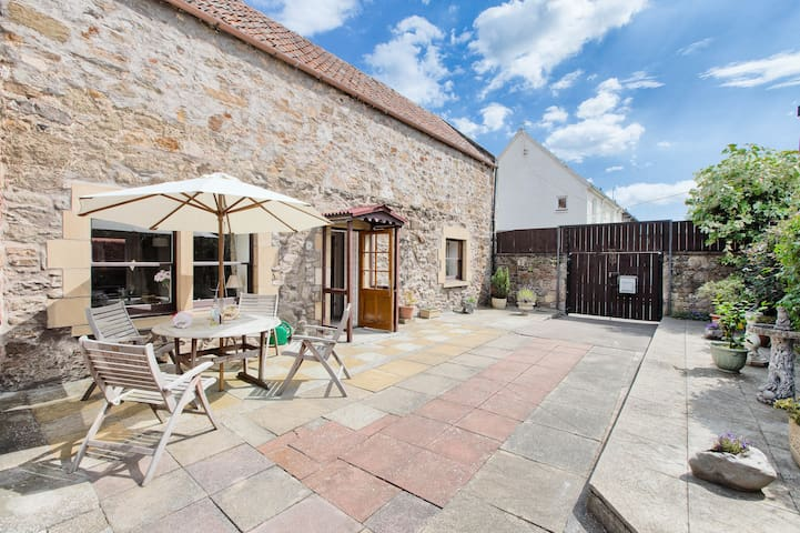 Lovely central stone built cottage - Haddington