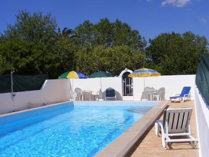 Villa Confortável  com Piscina Privada - Algarve