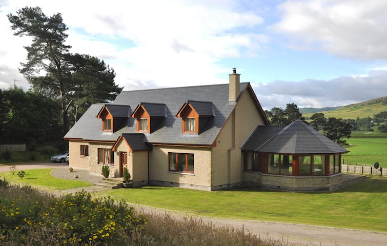 Highland Escapes - Cairngorms - NEWTONMORE - House