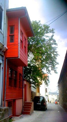 house garden in oldcity suleymaniye - istanbul/eminonu/faith/süleymaniye - Ev